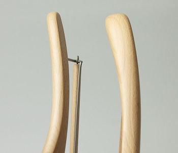 左側が薄型ハンガー1.3cm 右側が特別セットハンガー3cm となります。